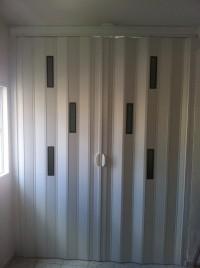 דלתות מתקפלות אקורדיון מPVC